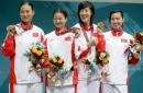 图文:中国获女子重剑团体冠军 领奖台上的微笑