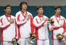 图文:中国夺取男子佩剑团体冠军 高唱国歌