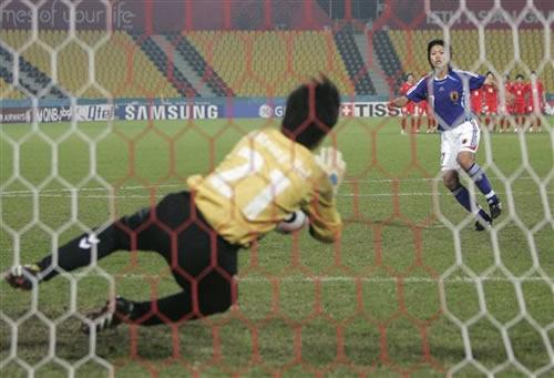 图文:点球战朝鲜卫冕亚运冠军 门将扑出2粒点球