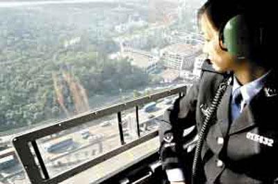 广州警方出动直升机监控地面行车 严查违章(图)