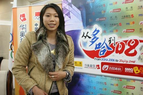 图文:亚运游泳冠军齐晖做客 现场留影