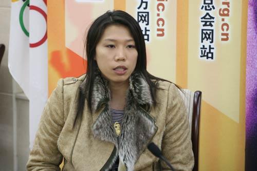 图文:亚运游泳冠军齐晖做客 侃侃而谈