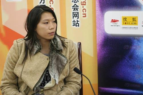 图文:亚运游泳冠军齐晖做客 思考问题