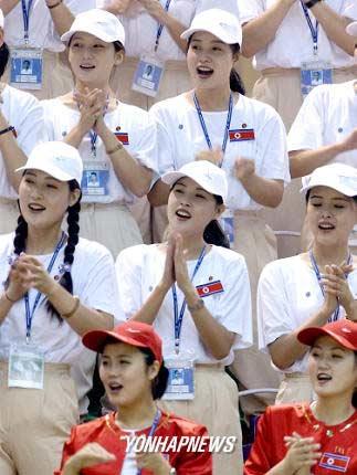 朝鲜啦啦队威震亚运会 多哈赛场成朝鲜主场(图)