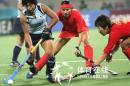 图文:中国女曲胜日本卫冕亚运冠军 激烈拼抢
