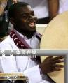 图文:视觉多哈-亚运会的卡塔尔观众 热情奔放