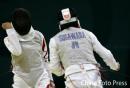 图文:女子花剑团体中国胜日本进决赛 挥拳庆祝