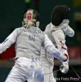 图文:女子花剑团体中国胜日本进决赛 侧身抢攻