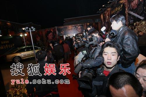 首映礼红地毯记者云集 媒体大战一触及发(图)