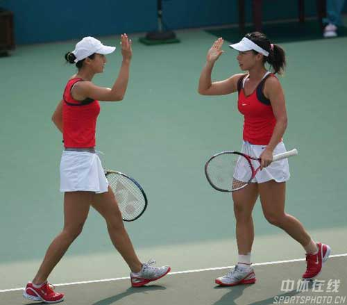网球赛_东亚运动会网球比赛中的姐妹花高清组图
