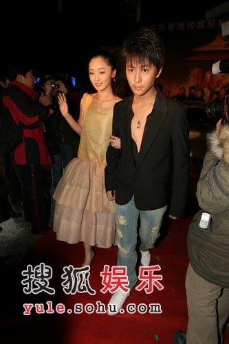 图:《黄金甲》首映礼 谋女郎李曼娇小可爱