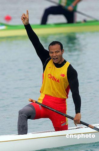 图文:杨文军获五百米单人划艇金牌 我才是NO1