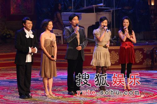 图:《黄金甲》首映礼 台湾五主持人互相调侃