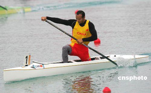 图文:杨文军获五百米单人划艇金牌 全力以赴