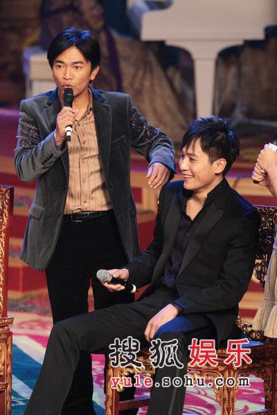 图:《黄金甲》首映礼 刘烨李曼害羞回答提问