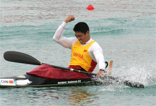 图文:男子皮艇单人500米决赛 刘海涛欢庆夺冠