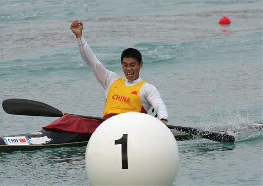 图文:男子皮艇单人500米决赛 刘海涛欢呼夺冠