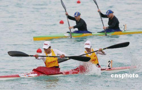图文:于腊梅朱敏园夺女子500米双人皮艇金牌