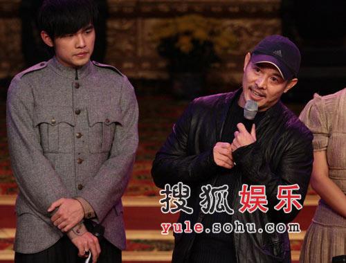 独家:首映锦上添花 李连杰章子男众好友助阵