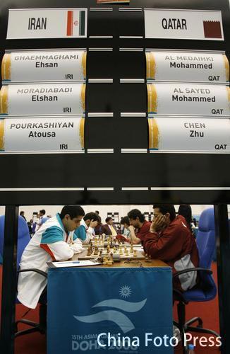 图文:亚运国象团体赛最后一战 卡塔尔队比赛中