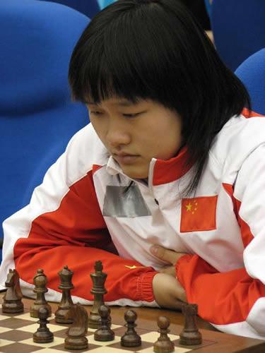图文:亚运国象混合团体赛结束 赵雪在比赛中