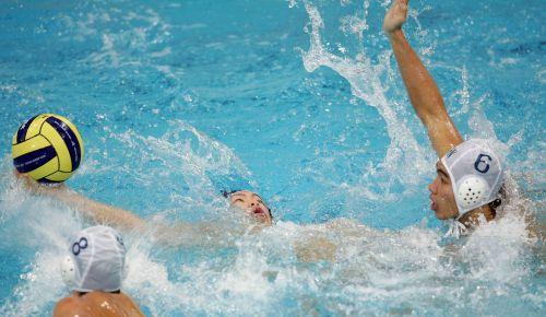 图文:中国男子水球队9-8日本 严密的防守