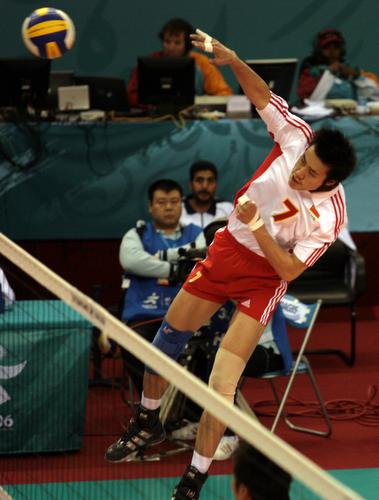 图文:亚运会男排决赛中国VS韩国 汤淼大力扣球
