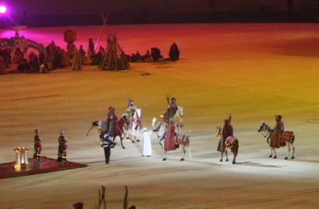 独家图片:亚运闭幕式彩排 阿拉伯骑手传递火炬