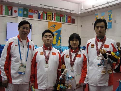 图文:国象团体赛中国夺银牌 中国代表队全家福