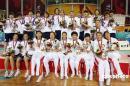 图文:中国女篮摘金 两岸女篮姑娘合照全家福