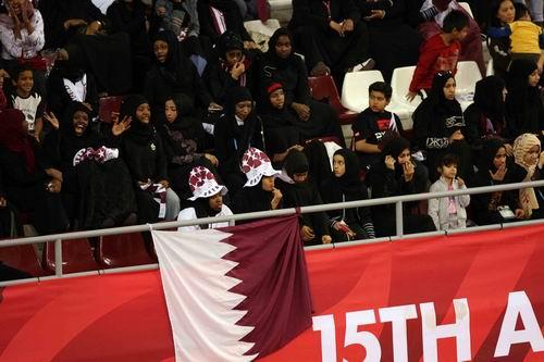 图文:男篮中国领先卡塔尔 东道主尽显主场优势