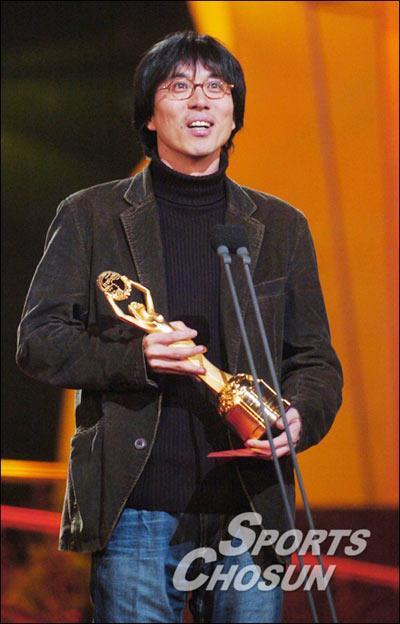 现场:金泰勇《家族的诞生》获得最佳导演奖