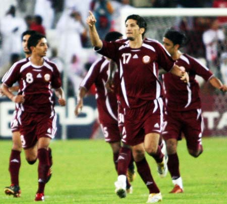 图文:男足决赛上演卡伊大战 卡塔尔先下一城