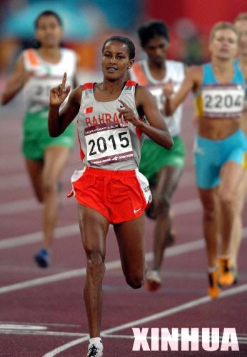 图文:田径女子800米巴林选手夺冠 西亚女飞人