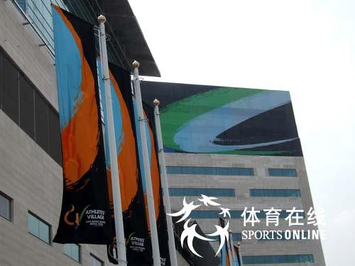图文:楼前一角 闭幕式前的多哈亚运会运动员村