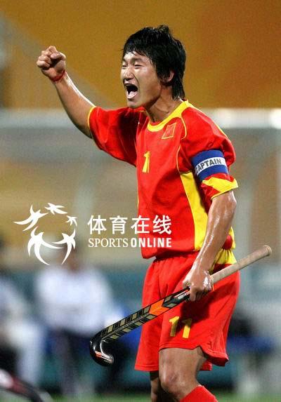 图文:中国男曲1-3韩国 中国队员欢庆得分