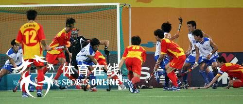 图文:中国男曲1-3韩国 韩国门前一阵混乱