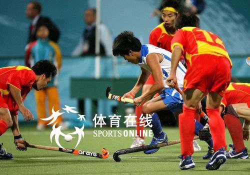 图文:中国男曲1-3韩国 韩国突破中国包夹防守