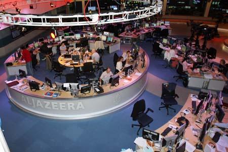 图文:中国记者参观半岛电视台总部 新闻发布厅