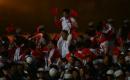 图文:多哈亚运会闭幕式 调皮的中国运动员