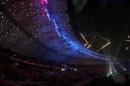 图文:多哈亚运会闭幕式 美丽焰火宛若空中走廊