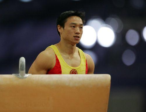 组图:亚运十大意外之5 肖钦杨威鞍马比赛