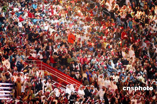 图文:多哈亚运会闭幕式精彩纷呈 到场当地民众