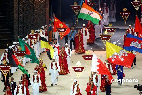 图文:多哈亚运会闭幕式精彩纷呈 各代表团入场
