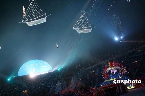 图文:多哈亚运会闭幕式精彩纷呈 现场梦幻表演