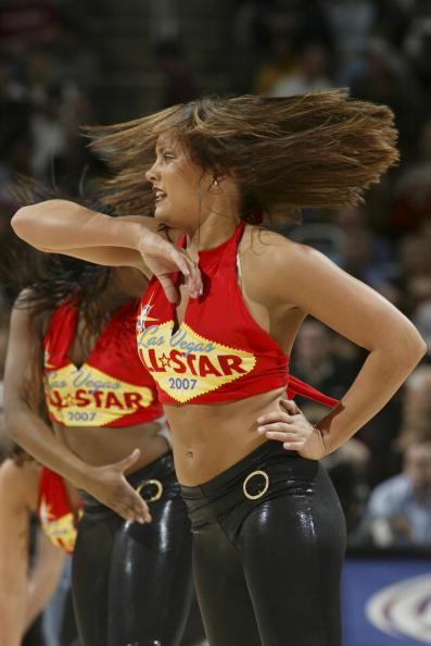 NBA图:超音速VS骑士 美女啦啦队性感撩人