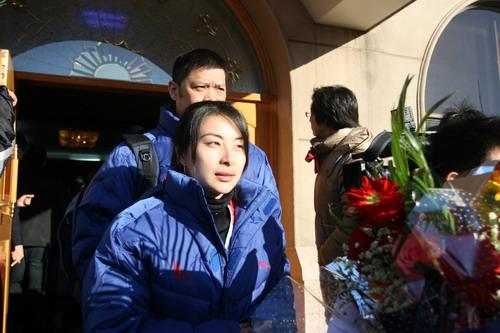 图文:中国亚运代表团抵京 郭晶晶风采依旧