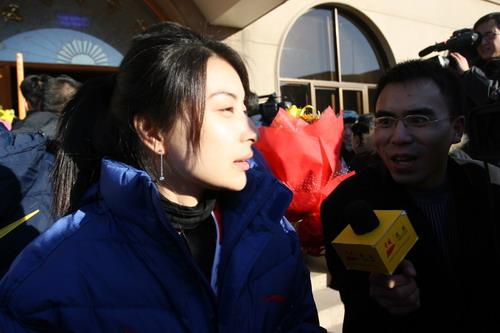 图文:中国亚运代表团抵京 郭晶晶接受采访