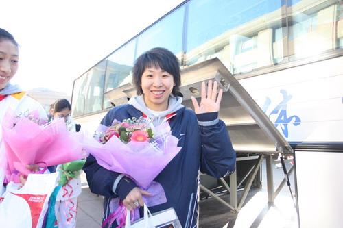 图文:中国亚运代表团抵京 苗立杰笑靥如花