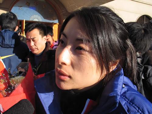 图文:中国亚运代表团返京 郭晶晶接受采访